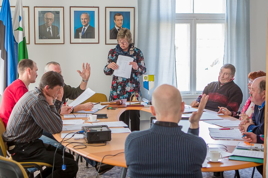 Mustjala vallavolikogu istungil kinnitati napi häälteenamusega valla ametiasutuse ja allasutuste töötajate kümneprotsendiline palgatõus. Uute palgaastmete ja seega palgatõusu poolt hääletas viis ja vastu neli volinikku. Volikogu ja revisjonikomisjoni liige Aare […]