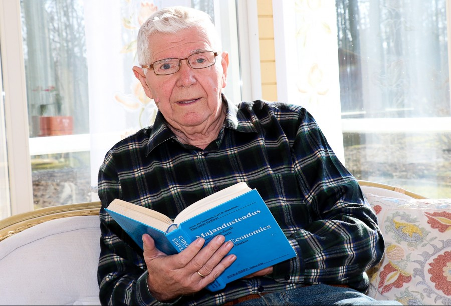 """Hiljaaegu korteriühistute liidu juhi kohustustest loobunud Valdek Kraus võttis meie kohtumise alguses välja raamatu, mida peetakse ka majandustegelaste piibliks. """"Siin, 1994. aastal eesti keeles ilmunud raamatus on kirjas, kuidas peaksime […]"""