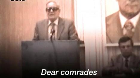"""JAGAB KOGEMUSI: Topeltagent Kim Philby esinemas Ida-Saksa julgeolekutöötajatele. See 1981. aastal tehtud vidoesalvestis tuli välja Stasi rikkalikust arhiivist. Esinemist alustas ta sõnadega: """"Kallid seltsimehed..."""" AFTENPOSTEN.NO"""