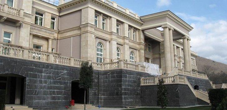 Itaallasest arhitekt, nn Putini palee projekteerija Lanfranco Cirillo rääkis ajakirjandusele oma kõige ekstravagantsemast tellimustööst. Selle tellis temalt naine, kellele meeldib alasti ujuda. Venemaa kodakondsust omav itaalia arhitekt Lanfranco Cirillo on […]
