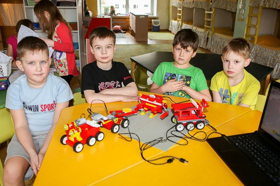 Igasugune meisterdamine, leiutamine ja klotsidest ehitamine on lastele ikka ja alati huvitav olnud, eriti siis, kui teha seda koos entusiastliku täiskasvanuga.  Kui aga laste lemmikutele – legoklotsidele – lisanduvad […]