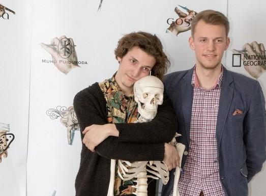 """Seitsmendat Minifilmi festivali iseloomustasid vaimukad ja põnevad linateosed nii Saaremaalt kui ka mandrilt. Kuressaare gümnaasiumi Minifilmil esikoha saavutanud """"Kui tuleb päev"""" meeskonna jaoks polnud see esimene edukas konkurss. """"Nad on […]"""