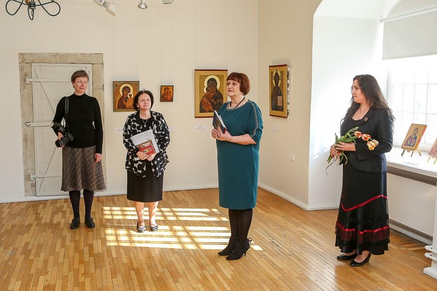 """Korraldajate sõnul on eelmisel nädalal Kuressaare Raegaleriis avatud ikooninäitus esimene kord Eestis, kui ikoonikunsti eksponeeritakse kunstigaleriis. """"Raegalerii on sellise näituse jaoks suurepärane paik, seal on valgust ja ikoonid loovad sinna […]"""