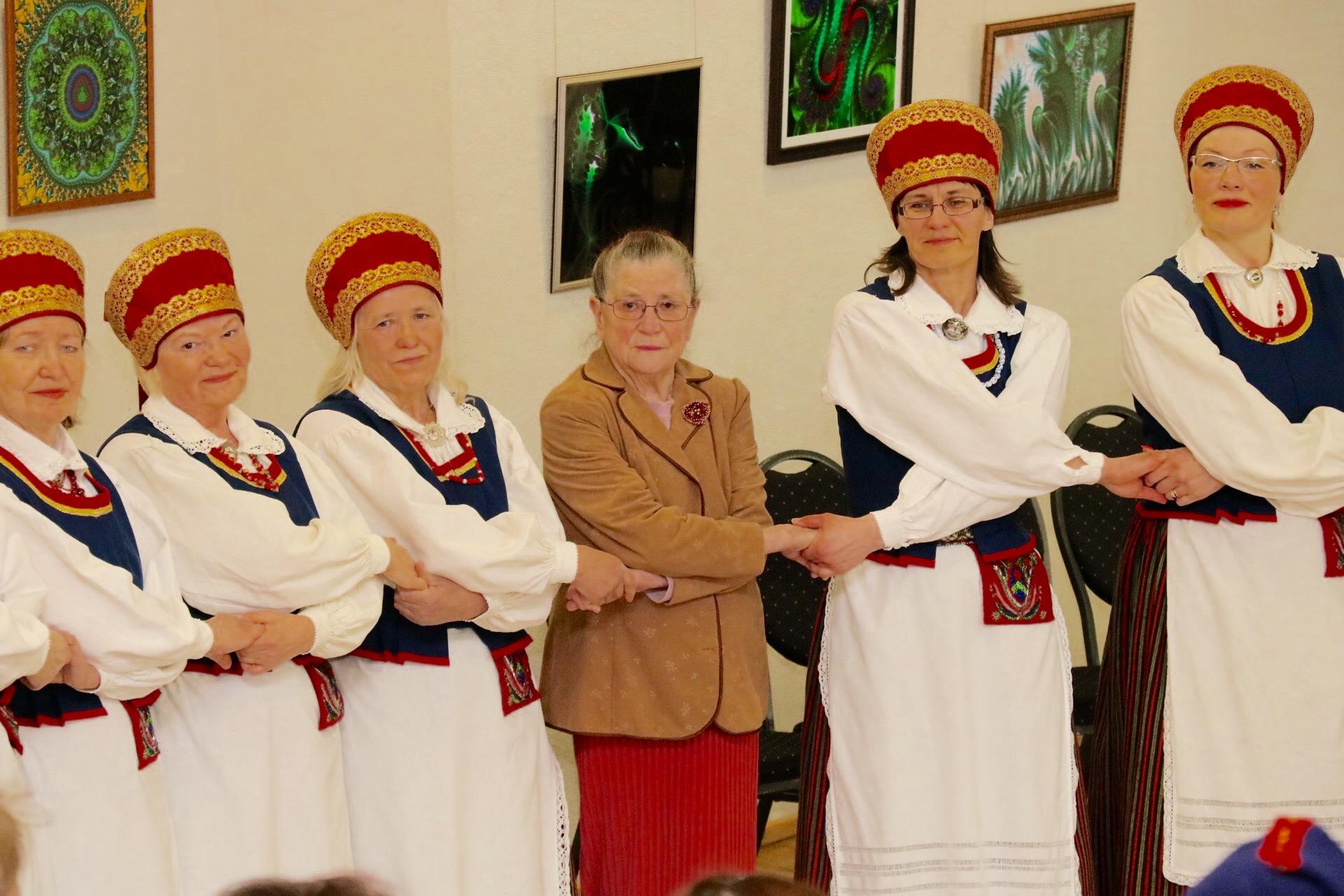 """Pühapäeval toimus nii Kuressaare kultuurikeskuses kui ka Kuressaare gümnaasiumis Eesti naiste tantsupeo """"Mehe lugu"""" tantsude pidulik ettetantsimine. Kuna korraldajatel tuleb aprillikuu jooksul läbi sõita praktiliselt terve Eesti, olid tantsurühmad aja […]"""