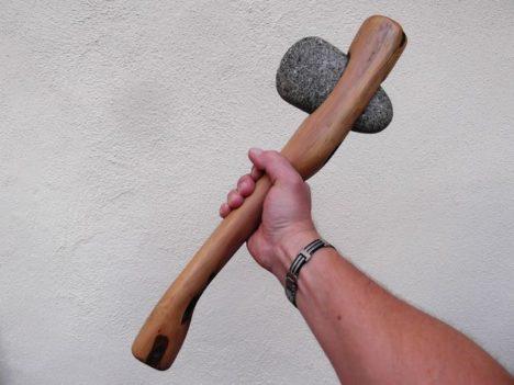 Kiviaja elulaadi viljelejad tohivad kasutada üksnes puust ning kivist tööriistu.