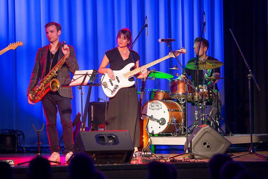 Kolmapäeva õhtul andis Kuressaare kultuurikeskuses kontserdi Saaremaalt pärit basskitarristi ja helilooja Mai Agana bänd MaiGroup.