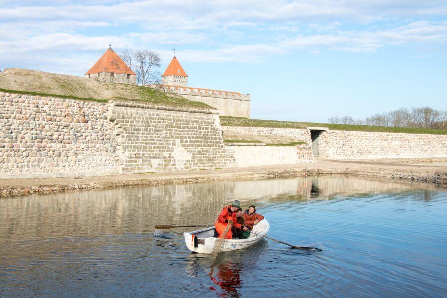 Viimastel päevadel on Kuressaare linnuse vallikraavis käinud hoogne kalapüük. Esialgu on lisaks 30 ahvenale ja ühele särjele vallikraavist välja tõmmatud ka mõned kogred. Kuna Kuressaare linnavalitsus tahtis enne rahvusvahelist üleujutusõppust […]