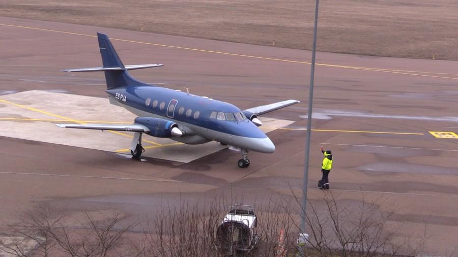 Majandus- ja kommunikatsiooniministeerium (MKM) kuulutas täna välja riigihanke Tallinna-Kuressaare ja Tallinna-Kärdla lennuliinide teenindaja leidmiseks. Hankel on oodatud osalema kõik pakkujad, kellel on kehtiv lennuettevõtja sertifikaat ning lennuettevõtja lennutegevuse luba. MKM […]
