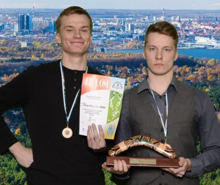 """Eesti koolispordi liidu korraldatud mälumängu """"Bumerang"""" finaalis sai teise koha Saaremaa ühisgümnaasiumi võistkond ja kolmanda koha Leisi võistkond. Neist ettepoole jäid vaid Audentese spordigümnaasiumi õpilased. """"Bumerangi"""" finaalis olid 15 kooli […]"""