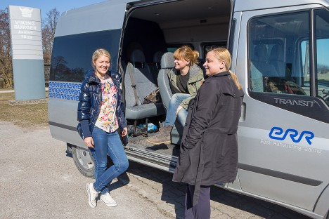 SALVESTUSE VAHEAJAL: Portreteeritav Triinu Putnik (vasakul), toimetaja Piret Jürman ja produtsent Hannela Lippus mõtteid vahetamas, mida ja keda veel saate tarvis salvestada. MAANUS MASING
