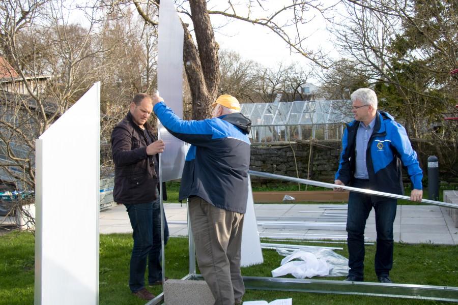 Kuressaare Lions klubi liikmed paigldasid eile Kuressaare perekodu Kohtu tänava aeda kasvuhoone, kus lapsed saavad ise aedvilju ja taimi kasvatada. Klubi president Tõnis Kallase sõnul osteti kasvuhoone ning oma klubi […]