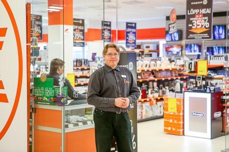 AVATUD: Expert võib ümberkorralduste käigus kolida, ent praegu on pood Aurigas kaupluse juhataja Alver Sipelga kinnitusel avatud tavapäraselt. MAANUS MASING