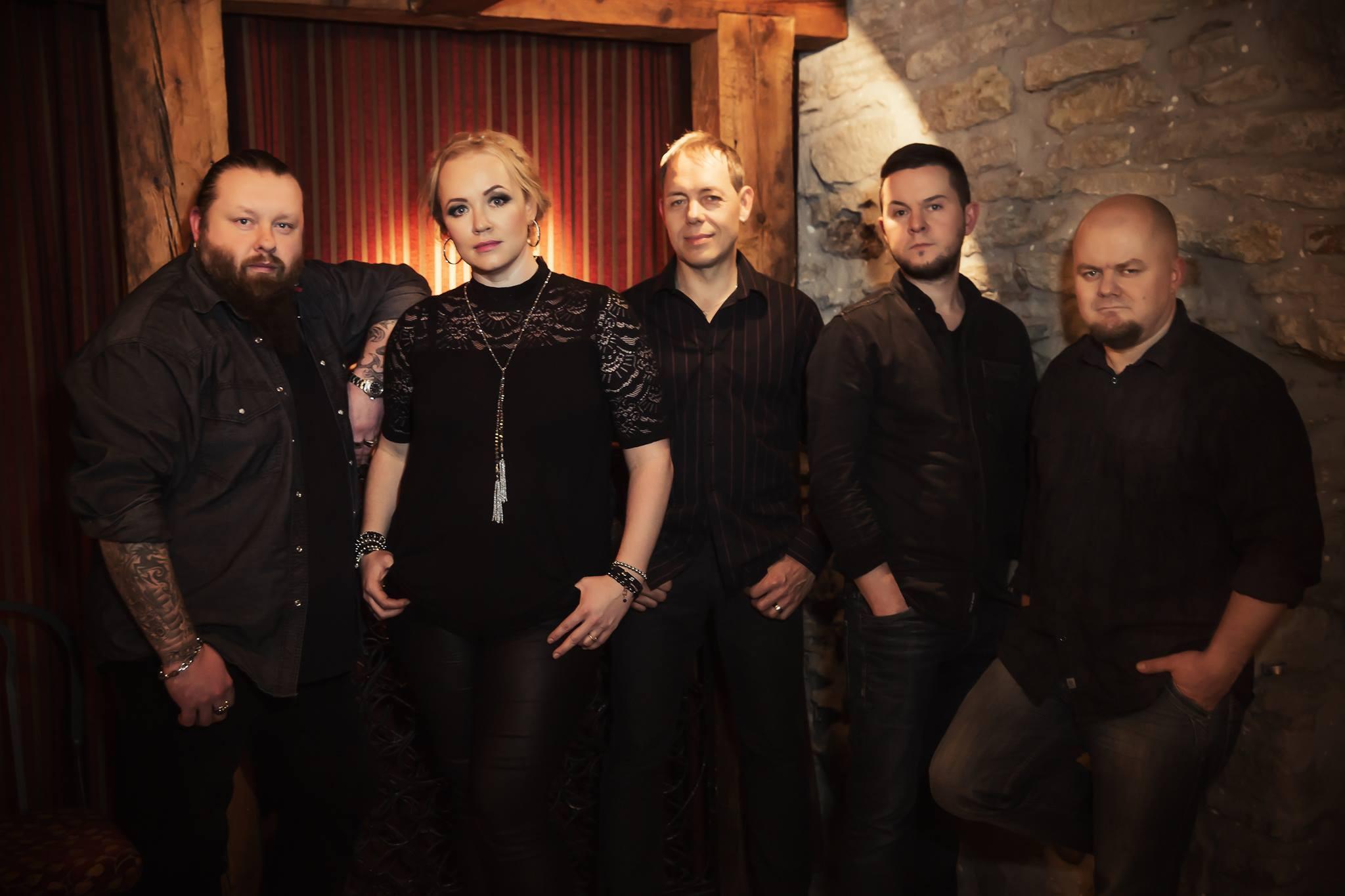"""10. juuni õhtul esineb bänd Silja Peterburis koos Anne Veski, Tanel Padar & The Suni ja koosseisuga AveNue Narvast. Kontsert toimub kodanikudiplomaatia initsiatiivi """"1000 eestlast Peterburis"""" raames. Ansambli Silja kitarrist […]"""