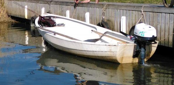 Laupäeval Mustjala valla Panga küla rannal ümberläinud kalapaadist vette kukkunud kolm meest leiti üles, neljas sai omal jõul kaldale ning jalutas siis appi tõtanud kiirabile vastu. Kalapaat nelja mehega läks […]