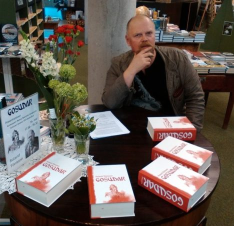 """RAAMATU ESITLUSEL: """"Gosudar"""" autor Roland Tõnisson kirjutas paksu raamatut seitse aastat. Foto: MEHIS TULK"""