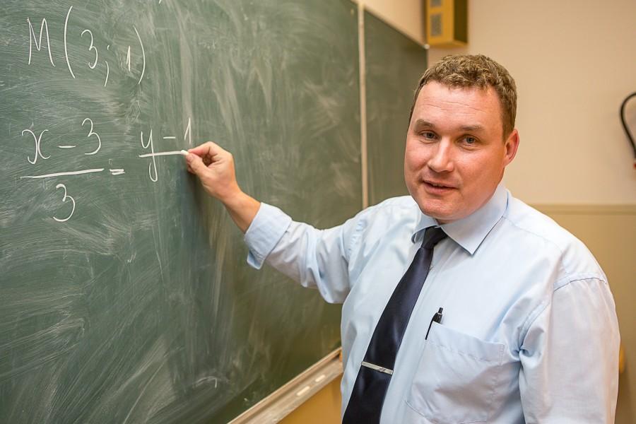 """Tänavune Saaremaa ühisgümnaasiumi aasta õpetaja Marek Schapel tahtis õpetajaks, täpsemalt matemaatikaõpetajaks saada siis, kui õppis Muhu põhikooli kuuendas klassis. Selles oli süüdi tema matemaatikaõpetaja Rein Lahke. """"See tema olek ja […]"""