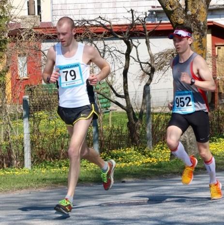 Laupäeval toimunud Kuressaare 35. linnajooksul oli korrigeeritud andmetel osavõtjaid 1153, mis on selle võistluse rekord Eesti taasiseseisvumisajal. Kuressaare linnajooksu 10 kilomeetri pikkuse põhidistantsi võitis Ando Õitspuu ajaga 32.48. Teise koha […]