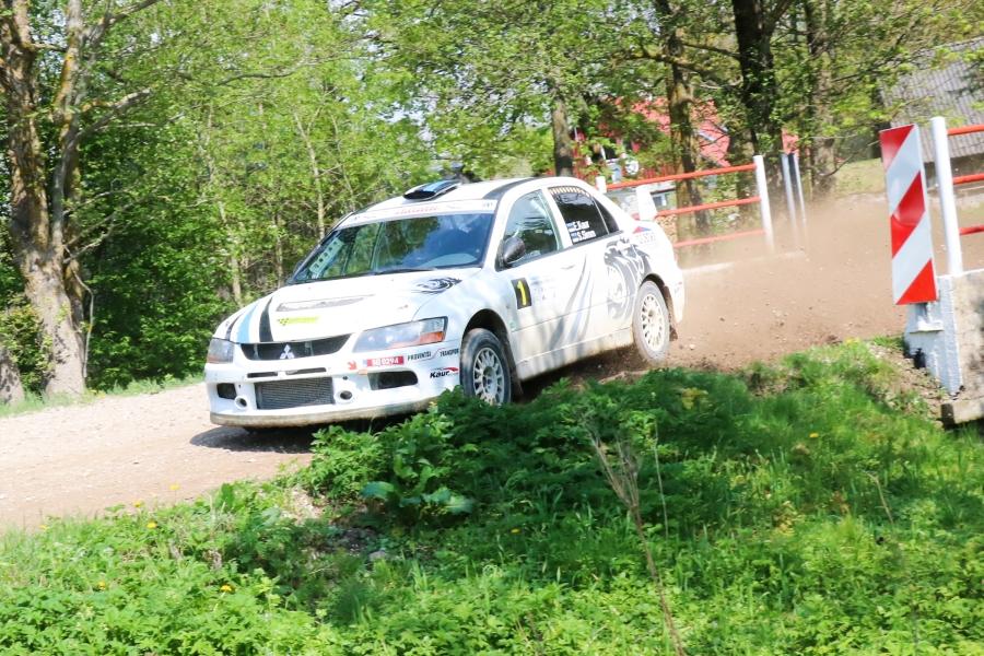 Laupäeval sõideti Saaremaal, kuulsal Kaugatoma kiirustkatselkevadine Saaremaa rallisprint. Katset läbiti kolmel korral ja aegadekokkuvõttes olid parimad Egon Kaur ja Silver Simm (Mitsubishi Lancer EVO9). Nende järel kuulus teine koht nii […]