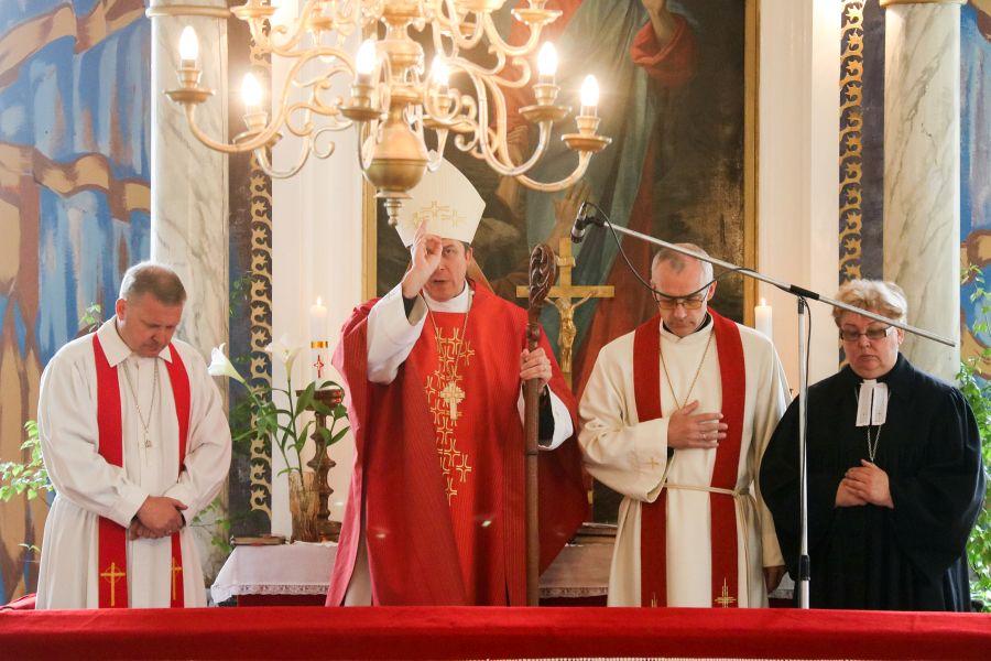 Eesti Evangeelse Luterliku Kiriku peapiiskop Urmas Viilma külastas Torgu valda. Jämaja kirikus toimus piiskoplik jumalateenistus.