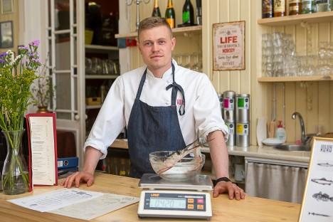 LIHTNE: Kokk Juss Lindmäe kaal on funktsioonidelt täiesti tavaline köögikaal. Vaid raskust kannatab rohkem.  MAANUS MASING