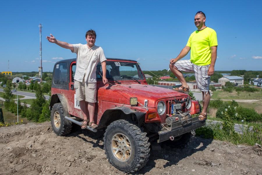 Eile testis Sööriku meeskonda kuuluv Fred Veldermann Jeep Wrangleril tuleva nädala reedel algava maasturite orienteerumis- ja osavusvõistluse Saarekoll linnakatse rada, tõustes ka Kuressaare ringtee ääres seisva pinnasemäe tippu. Sööriku Jeep […]