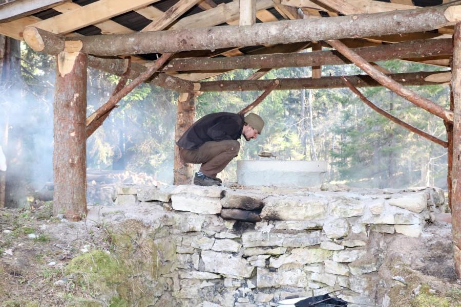 Mõni aasta tagasi otsustas Murika küla Tuhkana-Ranna talu perenaine Svetlana Raudsepp oma talu iidses tõrvaahjus tõrva ajama hakata. Mõeldud – tehtud. Tõrvaahi lösutas metsa all ja samas ootasid männikännud ahju […]
