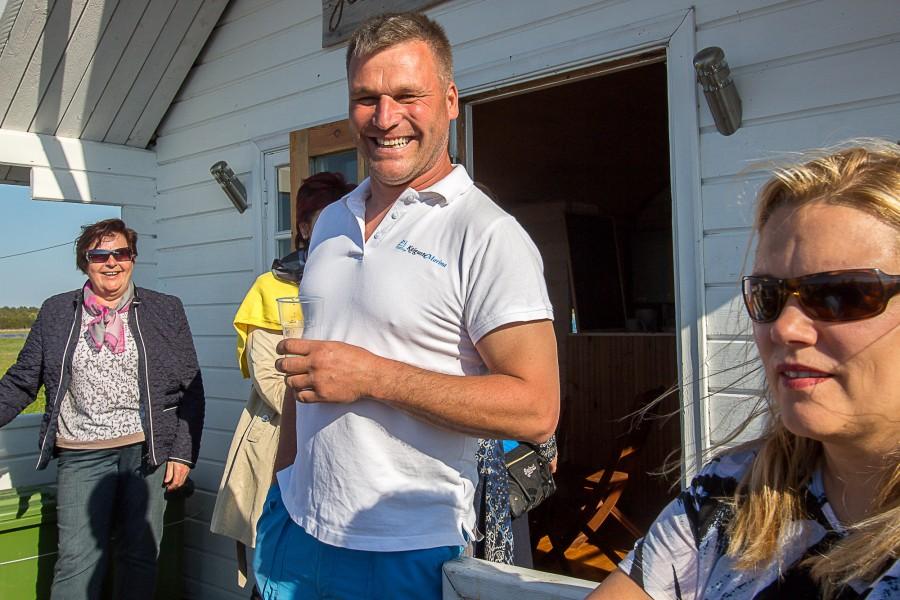 Tänavu kutsus SA Saaremaa Turism projektijuht Angela Nairis maakonna turismiedendajaid väikesadamate ringreisile. Tõsi küll, kõigepealt tehti tutvust Aadnieli puhkekülaga Aula-Vintri külas. Õppereisil osalejaile tutvustas puhkeküla ehitisi Mäeniidi talu perenaine Marika […]