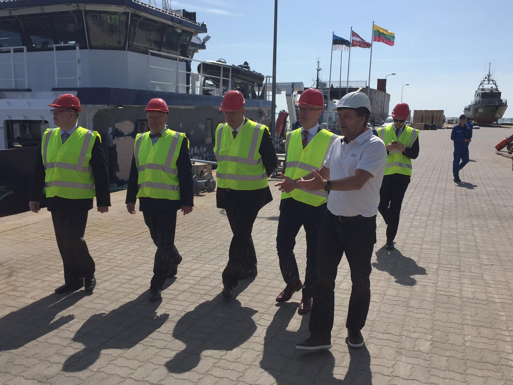 Eesti, Läti ja Leedu kaitseministrid külastasid täna hommikul Saaremaal Nasval asuvat Baltic Workboatsi (BWB) laevatehast, kus BWB juhatuse esimees Margus Vanaselja tutvustas külalistele ettevõtte tootmisvõimalusi ja tooteportfelli. Samuti seni Balti […]