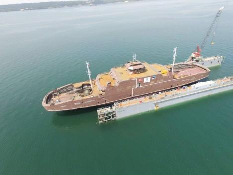 TIIU: Türgis lasti 29. aprillil vette parvlaev Tiiu, mis peaks minema Hiiumaa liinile. Foto: TS LAEVAD