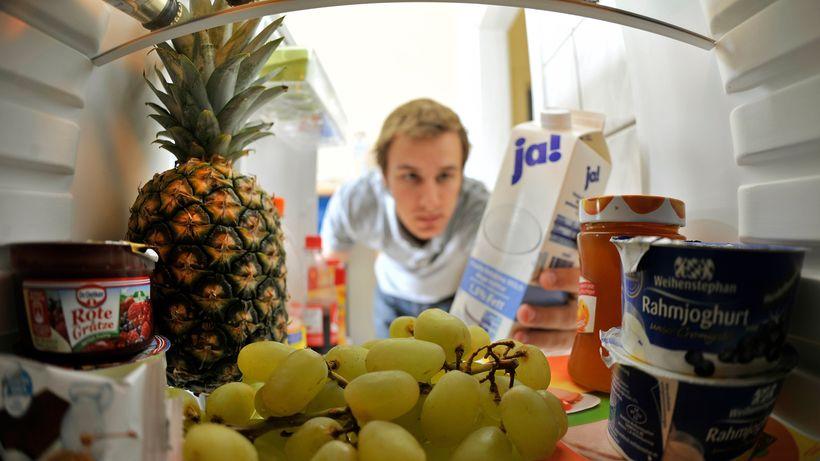 """Saksamaa toidu- ja põllumajandusminister Christian Schmidt on seisukohal, et toiduainete pakendil olevast teabest """"Kõlblik kuni… """" tuleks loobuda, sest see aitaks lõpetada pillava ümberkäimise toiduga, kirjutab Saksa ajaleht Die Zeit. […]"""