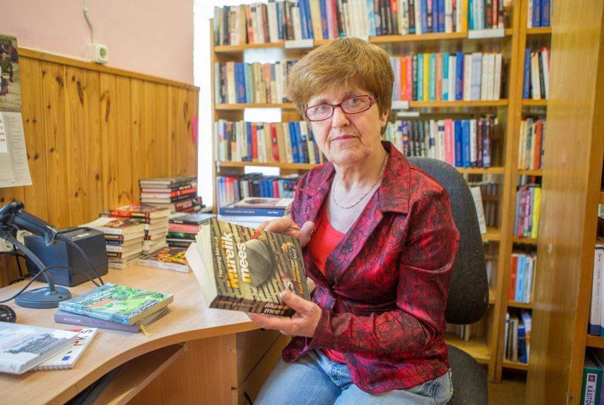 Hellamaa raamatukogu juhataja Anne Leesla rõõmustab iga lugeja üle, kes on seadnud lati bulvarikirjandusest kõrgemale. Kuigi Leesla ise pole just elitaarproosa austaja, lubab tema ametiau tellida magedamat sorti ajaviitekirjandust vaid […]
