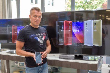 ENEKAMOBIIL: Marko Metsa sõnul on tegemist heade näitajatega telefoniga, eriti kui selle hinda arvesse võtta. MAANUS MASING