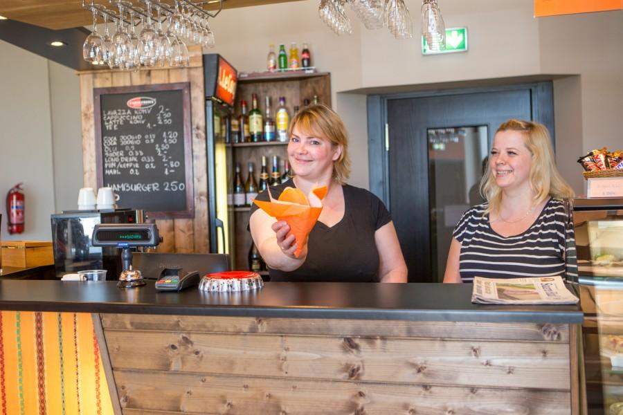 Teist hooaega alustav kohvik Kuivastu sadamas otsib töötajat, kelle ülesandeks on kliente teenindada. Kuigi kandideerimise lõppajaks on märgitud 30. juuni, tuleks tööle asuda niipea kui võimalik. Töökohale kandideerides on võimalik […]