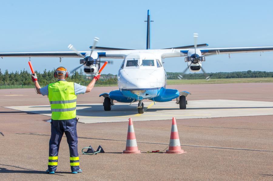 Täna kell 9.15 pidi esimest korda Kuressaares maanduma uue lennufirma Transaviabaltica liinilend, kuid lennuki rattad puudutasid Kuressaare lennurada alles tund aega hiljem. Ettevõte teatas oma kodulehel, et hommikune väljalend kell […]