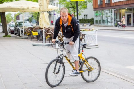 SUUR RATTAFÄNN: Indrek Hioväin on lapsest saati armastanud jalgratastega tegeleda. MAANUS MASING