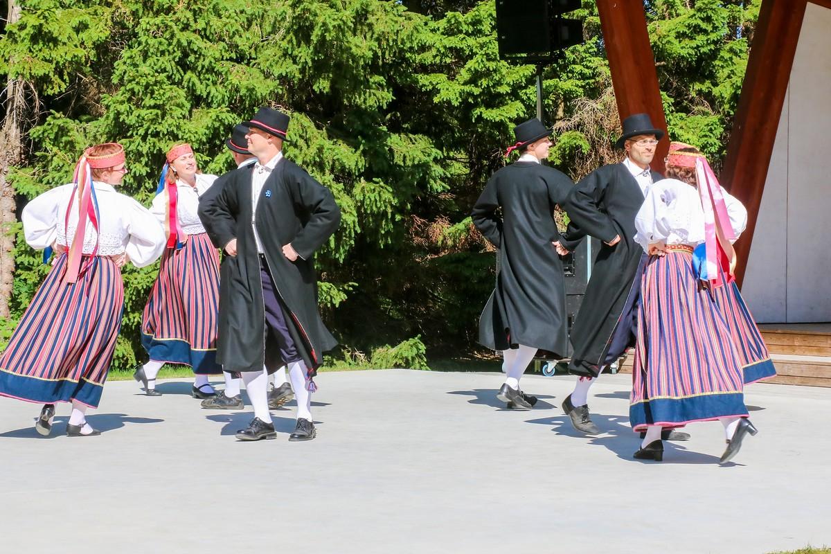 Tartitus peeti uhke tantsupidu ja avati mälestuspink eelmisel aastal meie seast lahkunud tantsujuhile Linda Lahele. Fotod Irina Mägi