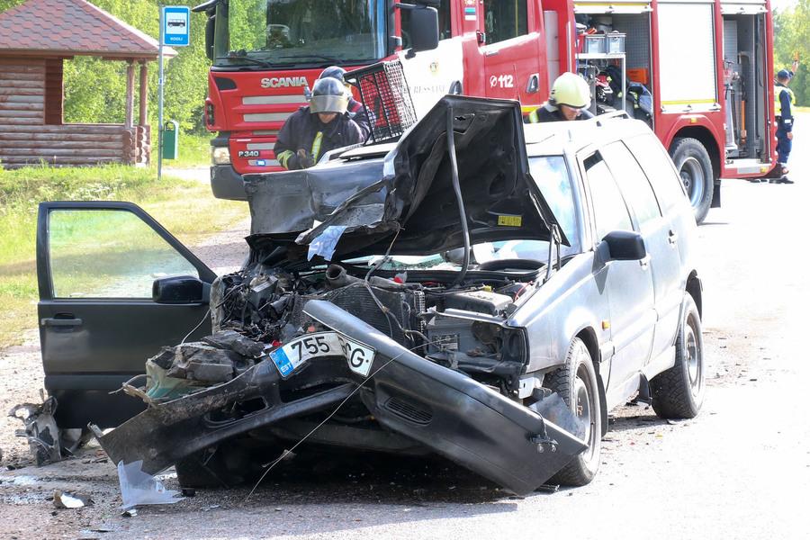 Täna, 9. juunil kell 7.56 anti politseile teada liiklusõnnetusest Risti-Virtsu –Kuivastu- Kuressaare maantee 138. kilomeetril, Upa ristmikul. Esialgsetel andmetel alustas buss, mida juhtis 67-aastane mees, manöövrit bussipeatusest tagasi teele. Leisi […]