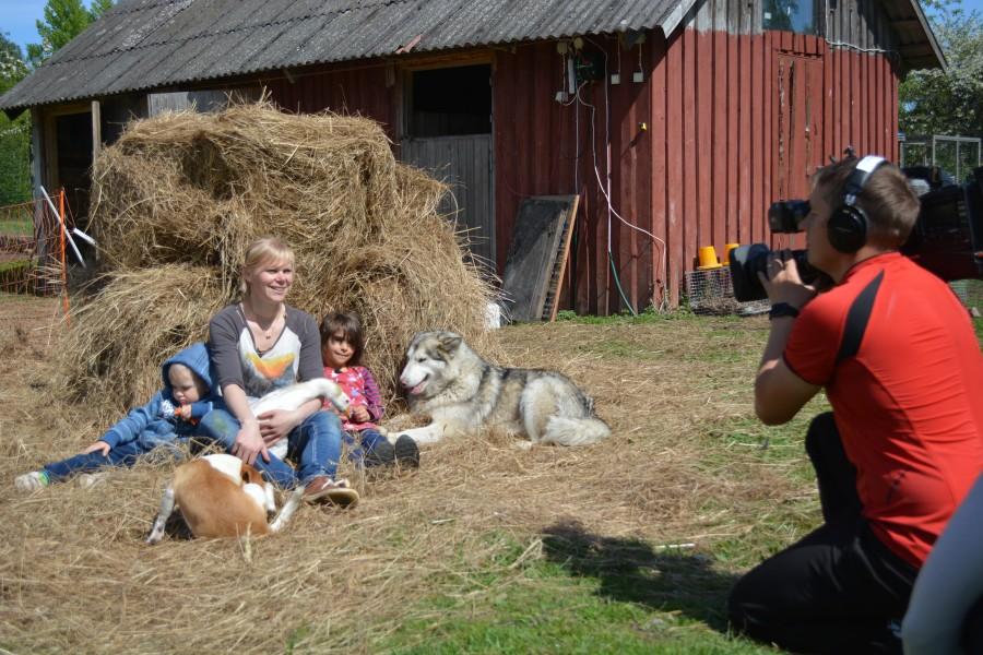 """Järgmisel esmaspäeval jõuab Kanal 2-s ekraanile uus tõsielusari """"Meie pere ja muud loomad"""". """"See on vahetu ja lõbus tõsielusari, kus jälgitakse, kuidas saarlane Heidi Hanso läbi suve Pajuvärava talule uut […]"""