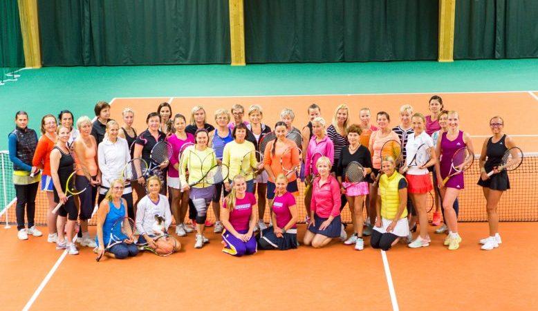 Eelmisel nädalal Kuressaare tennisekeskuses toimunud traditsiooniline naiste tenniseturniir Saaremaa Kadakas tõi kokku kümneid tennisesõpru. Naiste üksikmängus oli osalejaid 30 ja paarismängus tuli väljakule 16 paari. Üksikmängu võitis Marin Daniel, teine […]