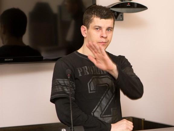 Eile loeti Kuressaare kohtumajas ette süüdimõistev otsus Marko Pruulile (27, end Lind, fotol), keda süüdistati ebaseaduslikus vabadusevõtmises, raha väljapressimises, kehalises väärkohtlemises ja arvutikelmuses. Kohtunik Kristel Pedassaar juhtis tähelepanu sellele, et […]