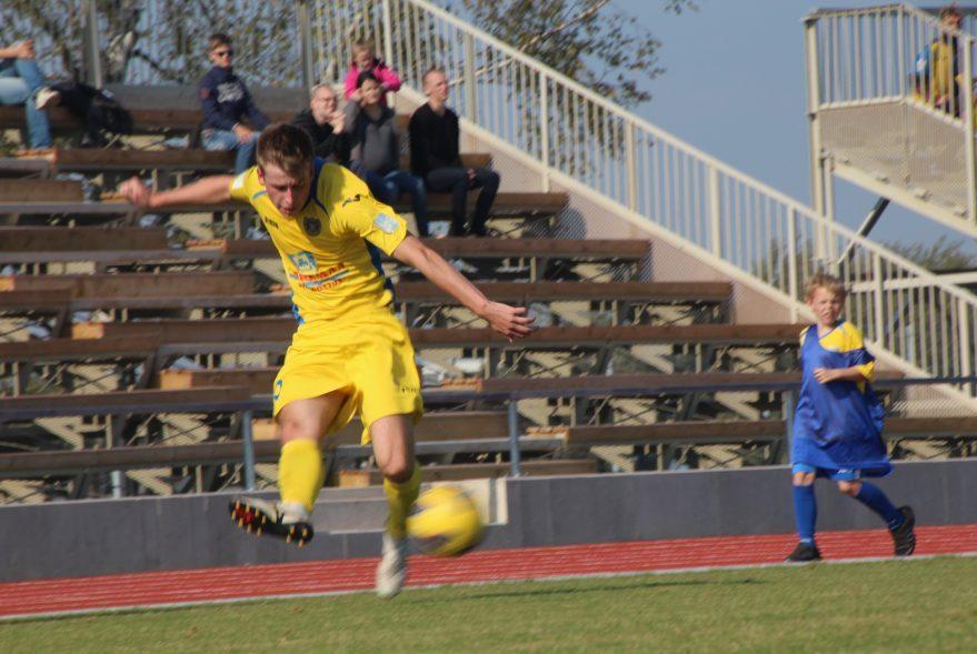 Kolmapäevases Eesti jalgpalli esiliiga B kohtumises FC Kuressaare ja Tartu JK Welco vahel lõi saarlane Sander Laht värava suisa poolelt väljakult. Saarlaste 8 : 3 võiduga lõppenud mäng oli Lahe […]