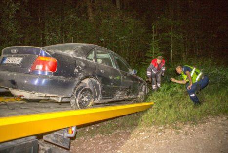 """SIILI PÄRAST VELGEDE PEAL: Audi kihutas pärast """"siili"""" hävitustööd edasi velgede peal, politsei ei suutnud meest tabada enne mitmekümne kilomeetri läbimist.  MAANUS MASING"""