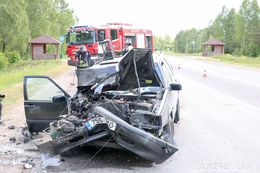 Eile kell 7.56 anti politseile teada liiklusõnnetusest Kuivastu–Kuressaare maanteel Upa ristmikul. Esialgsetel andmetel alustas buss, mida juhtis 67-aastane mees, manöövrit bussipeatusest tagasi teele. Leisi poolt tulnud sõiduauto Volvo, mida juhtis […]