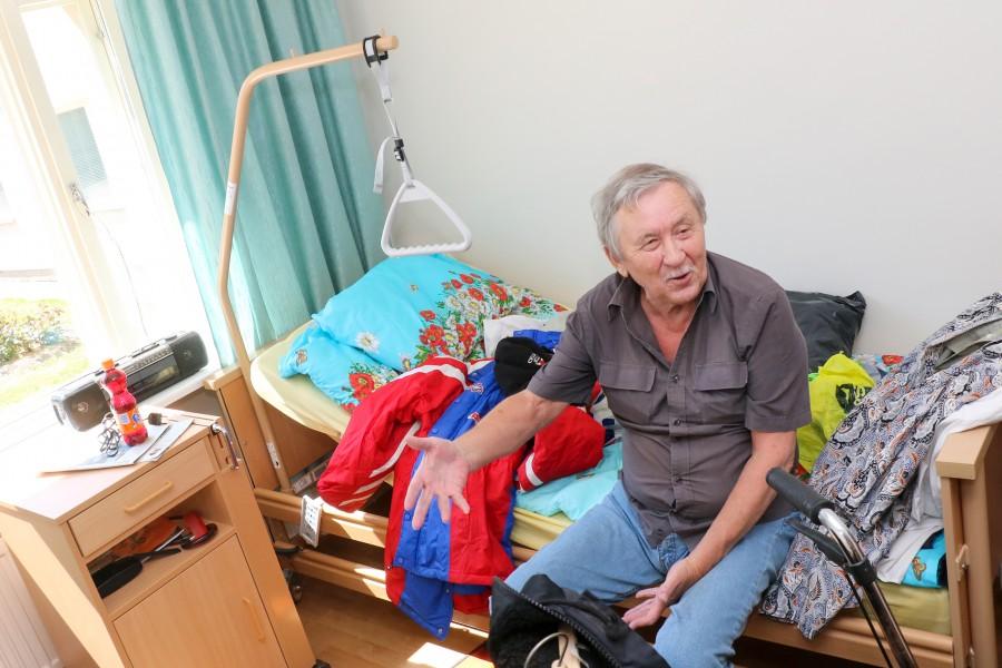 """Eile Pähklast uude Lääne-Saare valla hooldekodusse kolinud Robert Mägi rõõmustab Saaremaa Valsi avaruse üle. Eile end kaheses toas sisse seadnud 67-aastane Robert ehk Robi elas enne eilset kolimist Pähklas. """"Pähklas […]"""