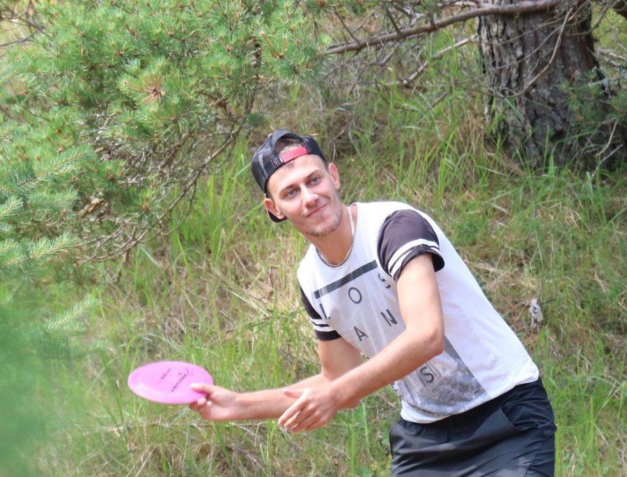 Tennisetreener Rene Busch rajab oma Rannakülas asuvasse tennisetallu lisaks mitmetele spordiväljakutele ka kettagolfi raja. Busch ütles Saarte Häälele, et tööd juba käivad ning paari nädalaga peaks see olema mänguvalmis. Buschi […]