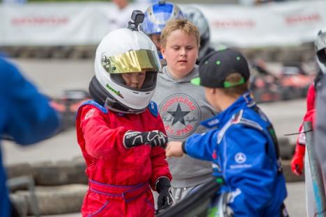LÄKS HÄSTI: Henry Sadamal (punases) õnnestus Honda Kuressaare GP-l saavutada tubli 7. koht. MAANUS MASING