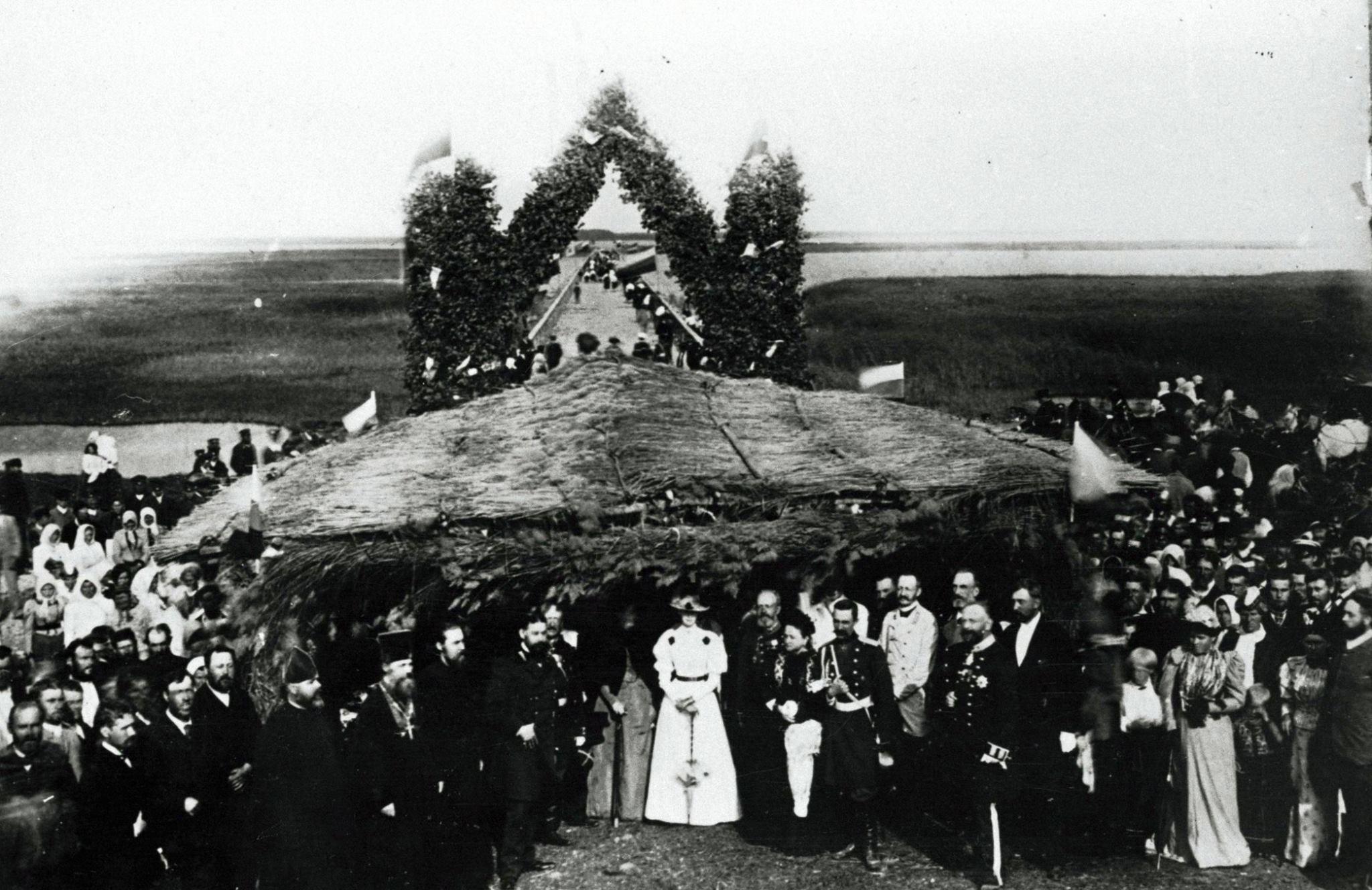 Täpselt 120 aastat tagasi, 27. juulil 1896 avati pidulikult Saaremaad ja Muhumaad ühendav Väikese väina tamm. Algselt nimetati seda Zinovjevi tammiks.
