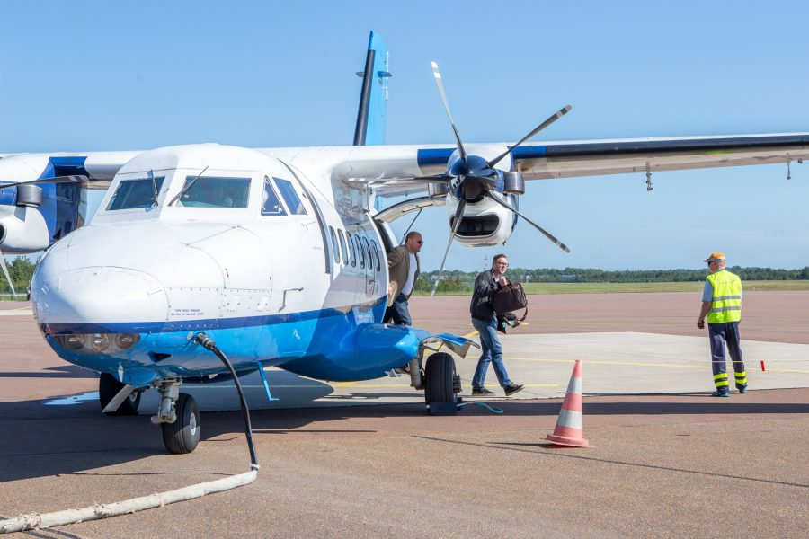 """Kesise lennuhuvi tõttu tänasest Tallinna–Kärdla–Tallinna lendudel sooduspiletite kampaania käivitanud Transaviabaltika on Saaremaa reisidel lennuki täitumisega rahul. """"Septembris teenindasime Tallinna–Kuressaare–Tallinna lendudel 1112 lendajat, Kärdla lendude täitumus jäi tagasihoidlikumaks – möödunud kuul […]"""