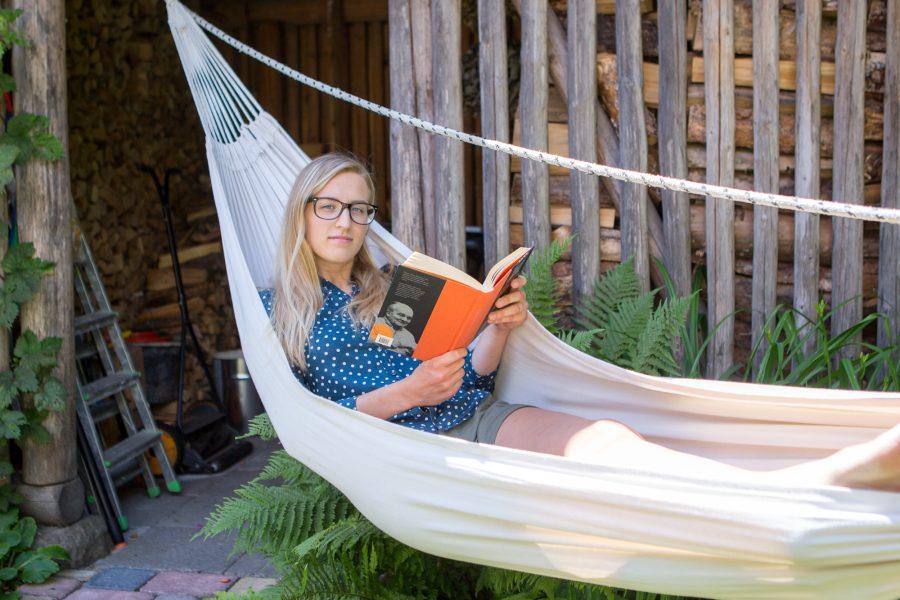 """""""No kui panna lauale raamat, iPhone 6 ja telekas jalgpalli EM-iga, siis no kes valib raamatu sel hetkel? See on tänapäeva maailm lihtsalt, kiusatusi on ümber nii palju,"""" räägib Liisa […]"""