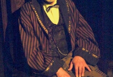 """10. juulil astub Kuressaare linnuse kapiitlisaalis üles armastatud näitleja ja saarlane Evald Aavik, """"Evaldi tekk"""" on näitleja 75. juubelile pühendatud dokumentaalne monotükk, mis paneb piduliku punkti ka tänavustele lossipäevadele. """"See […]"""